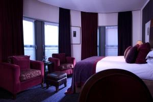 Deluxe bedroom 309